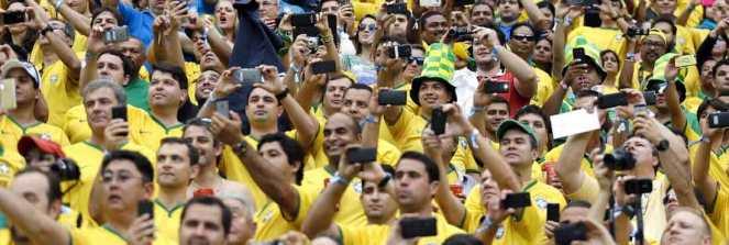 torcida_brasil_selfie
